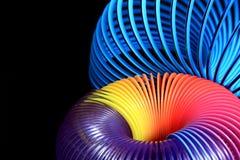 Livligt röra sig i spiral på svart Arkivbild