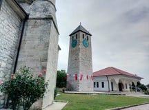 Livno/Bosnia y Herzegovina - 28 de junio de 2017: Una atalaya en el territorio de una mezquita en Livno imágenes de archivo libres de regalías
