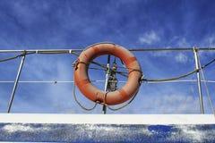 Livräddare på en fiskebåt royaltyfri foto