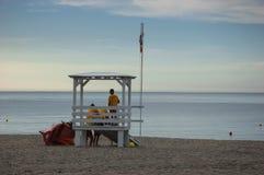 Livräddare på stranden Arkivfoto