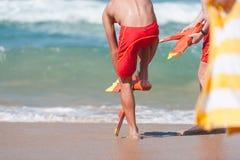 Livräddare som får klara för en havräddningsaktion royaltyfri foto