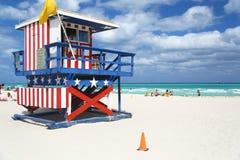 Livräddare som förlägga i barack i Miami Beach Arkivfoto
