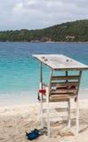 Livräddare Stand vid blått vatten Royaltyfri Fotografi
