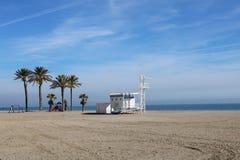 Livräddarebås på stranden royaltyfria foton