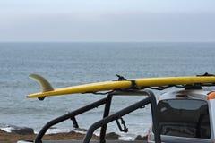 Livräddarebensindriven bil i den Carcavelos stranden Arkivbilder
