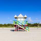 Livräddarekabin på den tomma stranden, Miami Beach, Florida, USA, safet arkivfoton