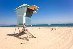 Livräddarekoja på den Santa Barbara stranden Arkivbild