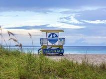 Livräddaren står hög i Miami Beach Royaltyfri Bild