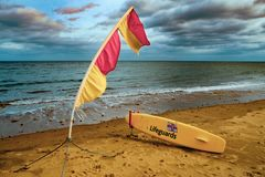 Livräddares bräde på stranden royaltyfria foton