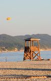 Livräddaretorn på ett Pebble Beach Royaltyfri Bild