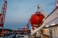 Livräddningsbåt ombord Royaltyfria Bilder