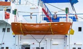 Livräddningsbåt på däcket Arkivbild