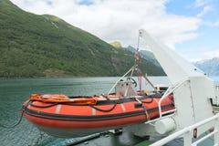Livräddningsbåt på ett skepp Arkivfoto