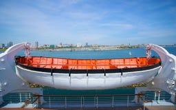 Livräddningsbåt på Queen Mary Arkivbilder