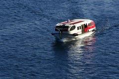 Livräddningsbåtfartyg i frånlands- Fotografering för Bildbyråer