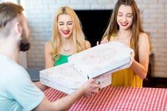 livraison de la pizza d'homme Images stock