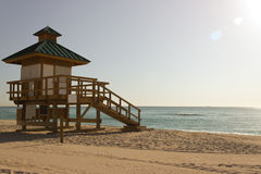 Livräddare som förlägga i barack i Sunny Isles Beach, Florida Royaltyfria Foton