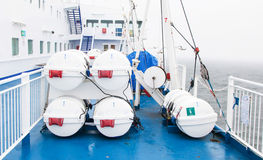 Livräddningsbåtar vid däcket Royaltyfria Bilder