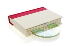 Livre avec CD/DVD d'isolement sur le blanc Images stock