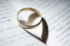 Livre avec l'anneau Photo stock