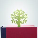 Livre avec la coupe de papier d'arbre Image libre de droits
