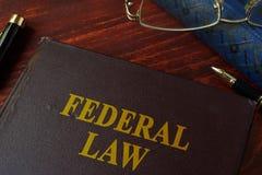 Livre avec la loi fédérale de titre photo libre de droits