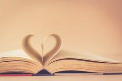 Livre avec le signe de coeur Photo libre de droits