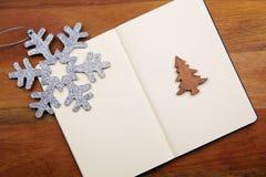 Livre blanc avec le flocon de neige Photographie stock libre de droits