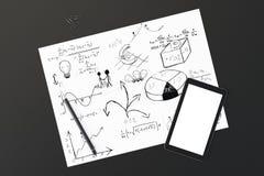 Livre blanc avec les notes d'affaires, le stylo et l'écran vide de téléphone portable Photos stock
