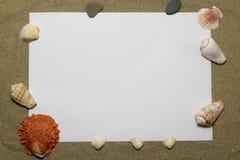 Livre blanc sur le sable Photos libres de droits