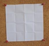 Livre blanc sur un panneau de cheville Images libres de droits