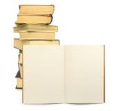 Livre d'exercice rayé avec des livres à l'arrière-plan Photographie stock libre de droits
