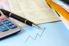 Livre de comptes avec la calculatrice et les documents images libres de droits
