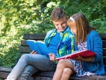 Livre de lecture d'enfants Photo libre de droits