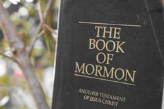 Livre de mormon photos stock