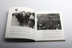 Livre de photographie par Nick Yapp, des membres et des défenseurs dans Trafalgar Square 1959 Photographie stock