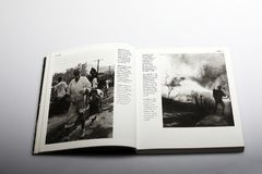 Livre de photographie par Nick Yapp, réfugiés dans une zone de guerre en Corée Image stock