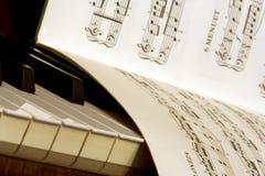 Livre de piano et de textes Photo stock