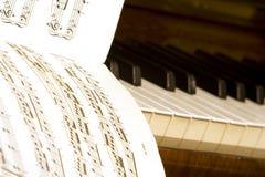 Livre de piano et de textes Photos stock