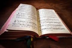 Livre de psaume de vintage avec des notes de chant de choeur photo libre de droits