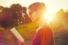 livre de relevé de fille Image libre de droits