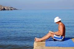 Livre de relevé par la mer Photographie stock libre de droits