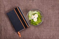 Livre des oeufs de recettes, de salade et de caille Images libres de droits