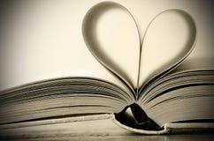 Livre en forme de coeur Photographie stock