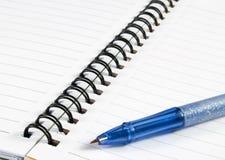 Livre et crayon lecteur Photo libre de droits