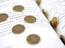 Livre et pièces de monnaie Photographie stock libre de droits