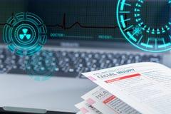 Livre médical sur l'ordinateur portable image stock