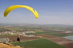 Livre o paraquedas da queda imagem de stock royalty free