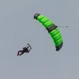Livre o paraquedista da queda Fotos de Stock