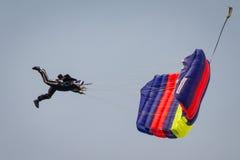 Livre o paraquedista da queda Fotos de Stock Royalty Free
